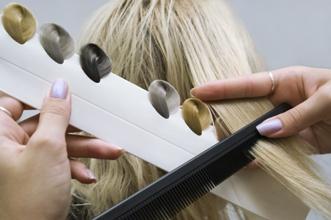 padani vlasu po barveni