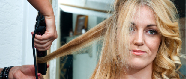 jak udělat vlnité vlasy