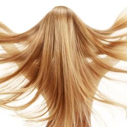 blond vlasy a platina péče