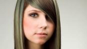 tmavé vlasy a světlý melír