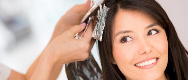 barvení vlasů v kadeřnictví